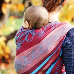 overstrekken baby draagdoek hoppediz rugdragen beter uitzicht