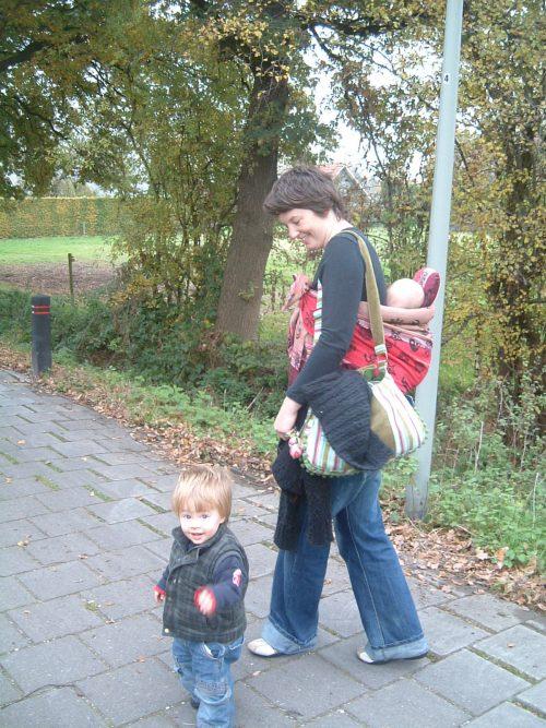 kindje op de rug, kindje aan de hand kubeba