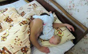 samen slapen in de draagdoek