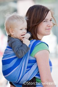 pijn rug draagdoek helpt om op de rug te dragen