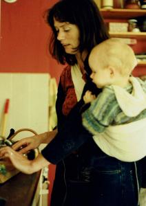 draagdoek consulent en hechtingscoach Rachel met oudste zoon Mees.